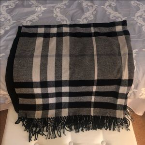 Burberry black white and gray check wrap